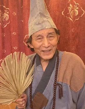 86岁游本昌为武汉再扮济公!精神抖擞